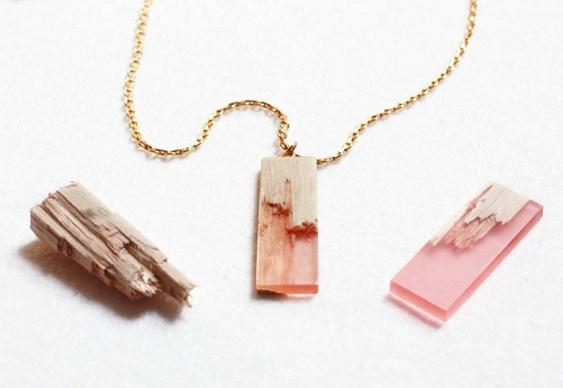 Como fazer acessórios de resina com madeira