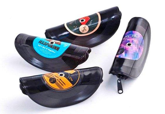 Bolsas feitas com discos velhos