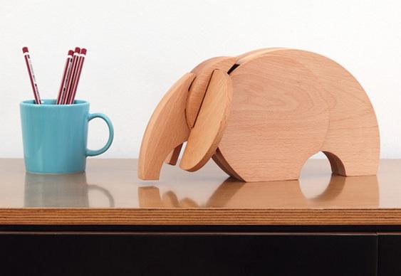 Elefantinho de madeira