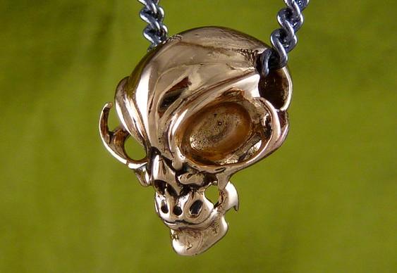 Crânio de extraterrestre de metal