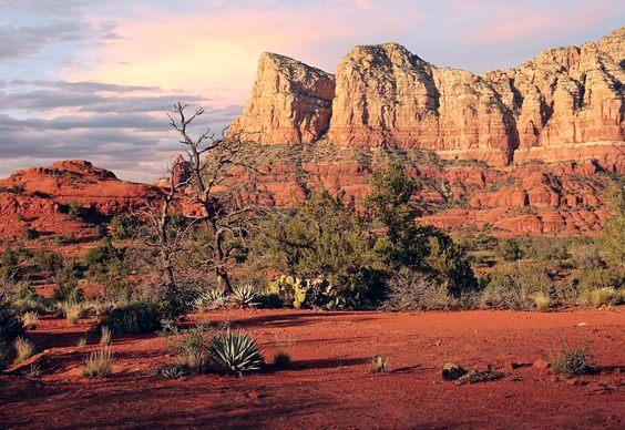 Montanhas vermelhas no deserto