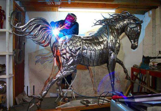 Cavalo de aço inoxidável