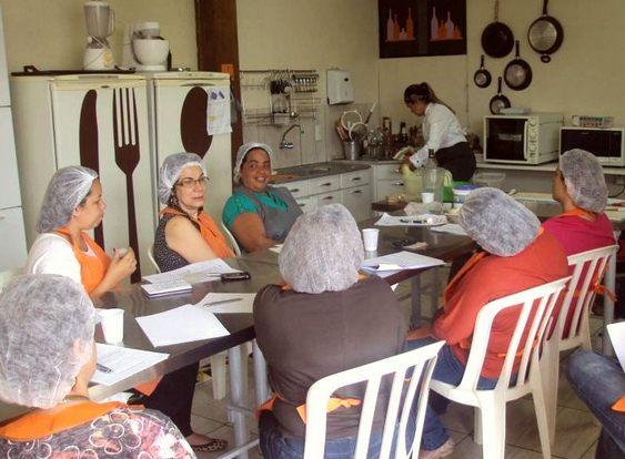 Aula de culinária na escola Arte & Ofício