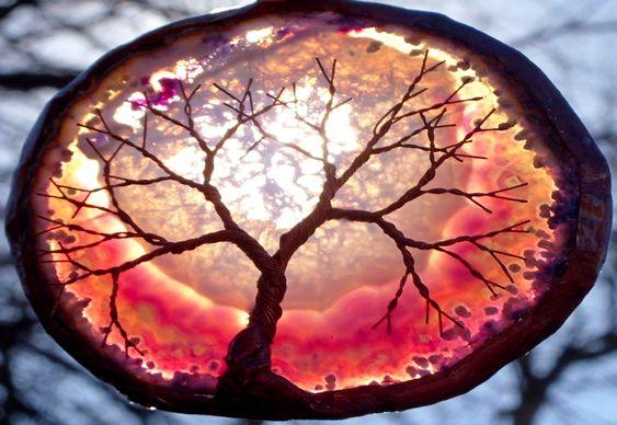 Árvore da Vida sobre pedra translúcida