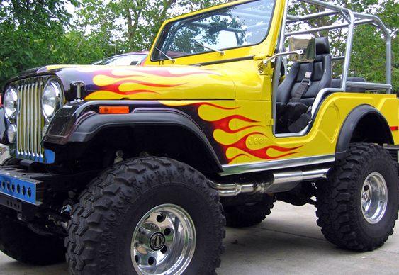 Jeep com labaredas na pintura