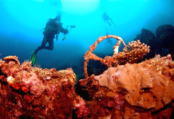 Jipe militar no fundo do mar