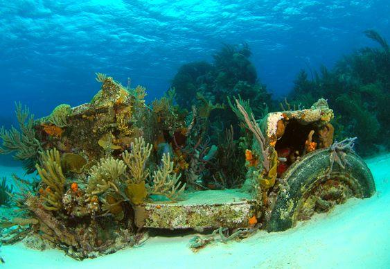 Jeep no fundo do mar