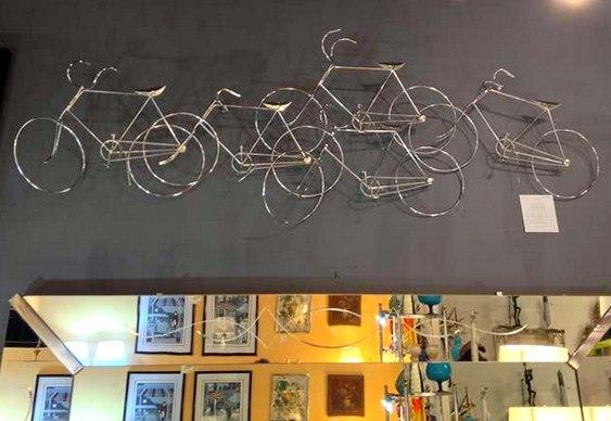Painel 3D com bikes de aço
