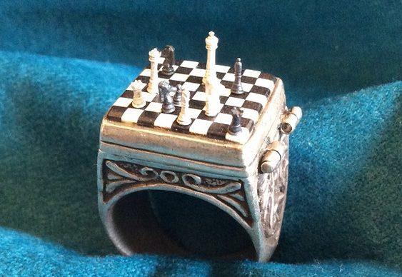Peças microscópicas de xadrez