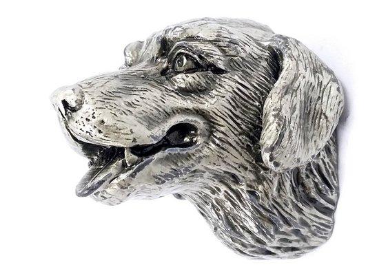 Labrador de metal
