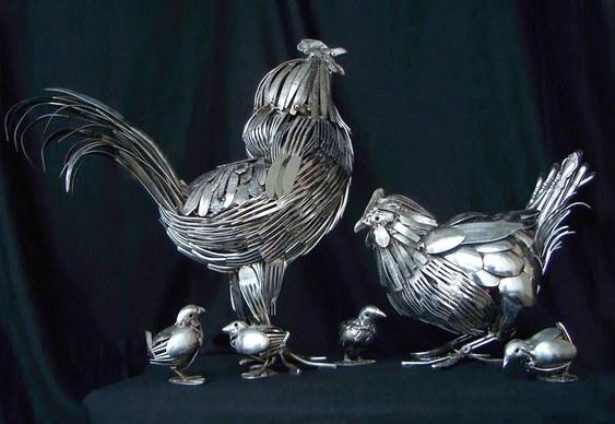 Esculturas de bichos com talheres