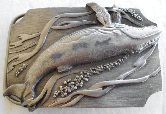 Baleia fundida em metal