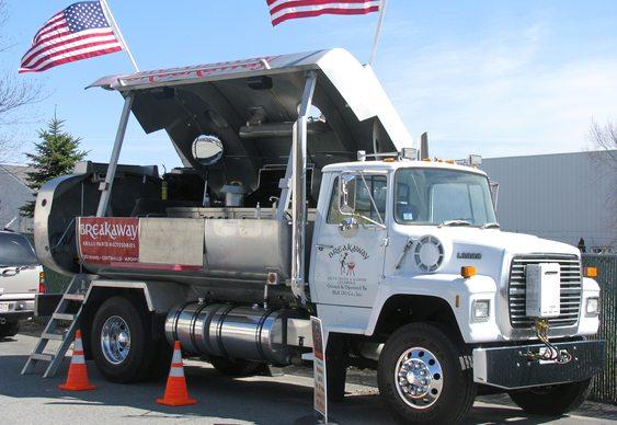 Caminhão-pipa com churrasqueira