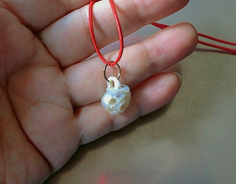 Crânio esculpido em pérola