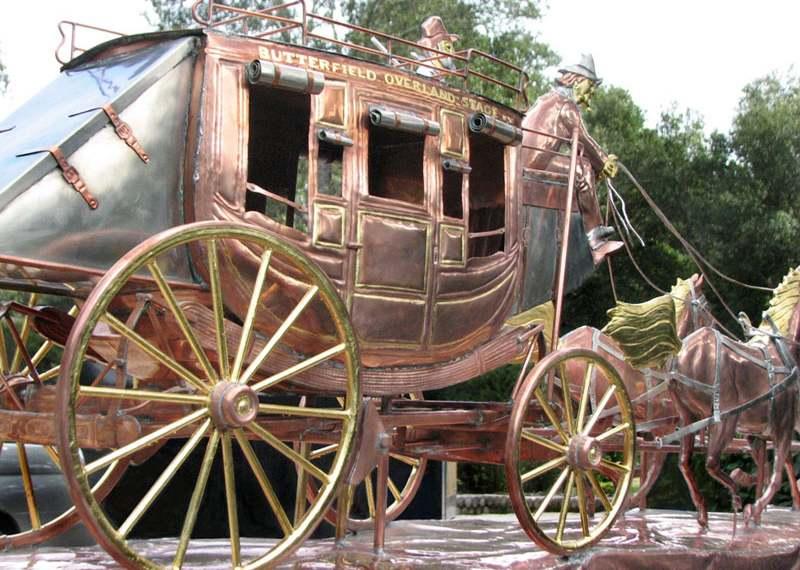 Miniatura de carroça puxada por cavalos