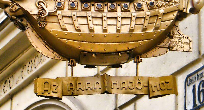 Barco banhado a ouro