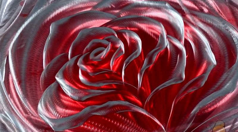 Flor esculpida em alumínio