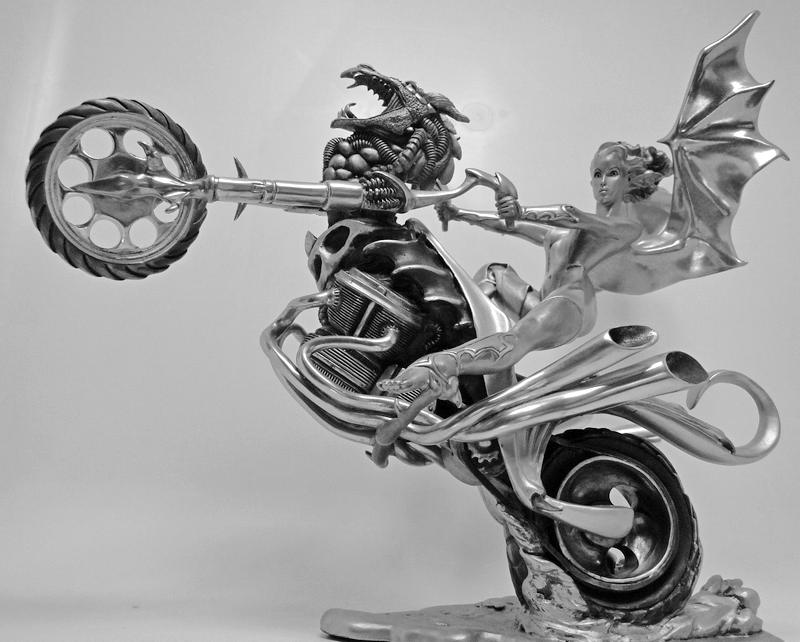 Escultura de motoqueira