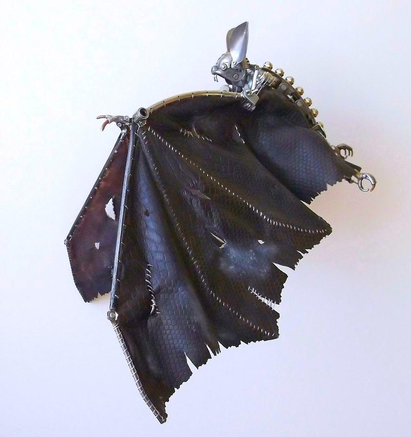 Escultura steampunk de morcego