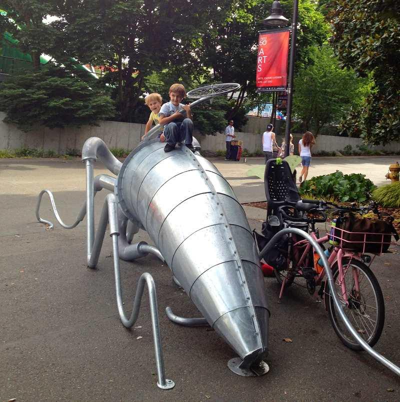 Bicicletário lula gigante