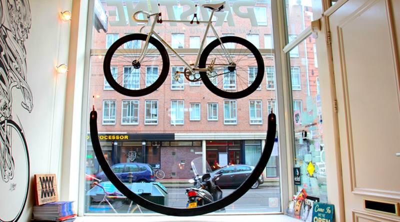 Decoração de vitrine para bike shop