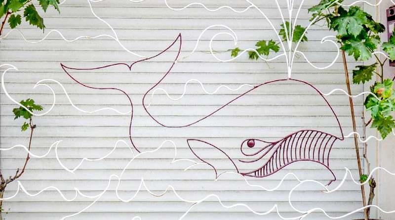 Baleia de metal para decoração marinha