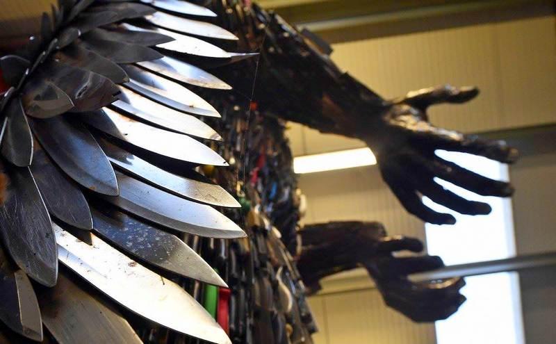 Escultura pelo fim da violência