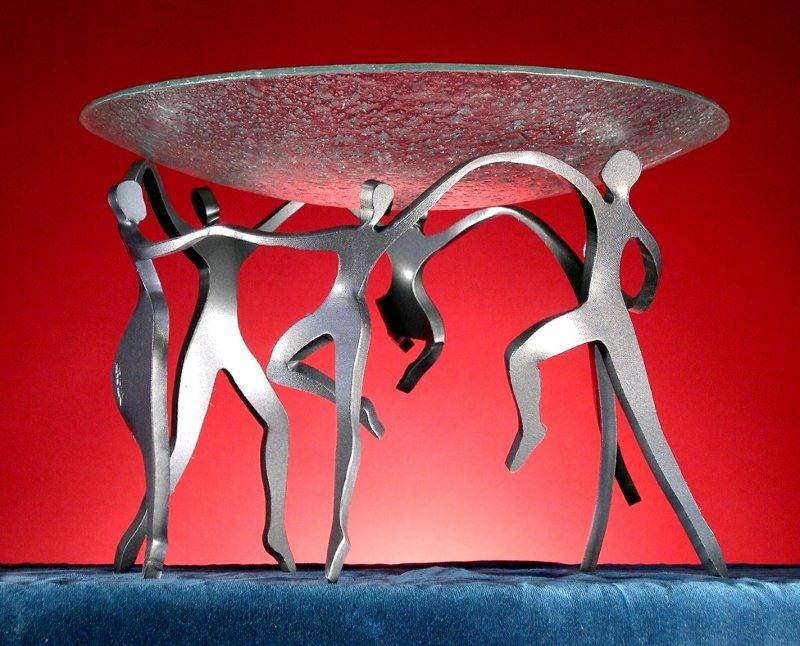 Dança em escultura de aço