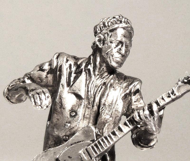 Escultura do guitarrista dos Rolling Stones