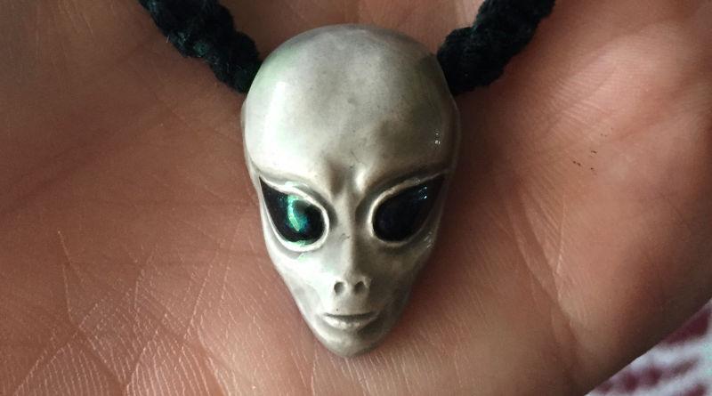 Bijuteria com ser extraterrestre
