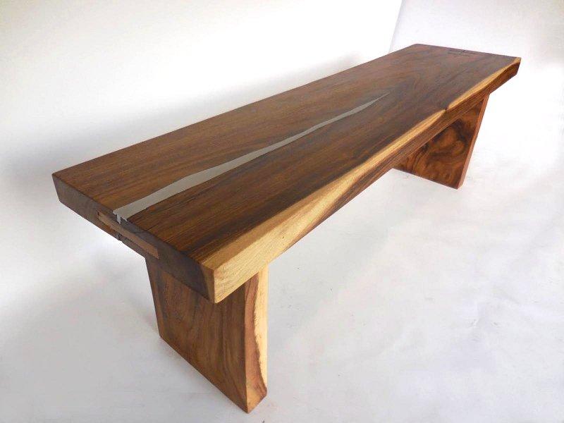 Conserto de móvel com madeira rachada