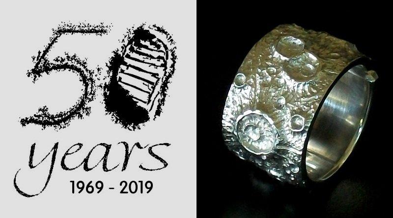 Bijuteria comemorativa dos 50 anos da chegada do homem à Lua