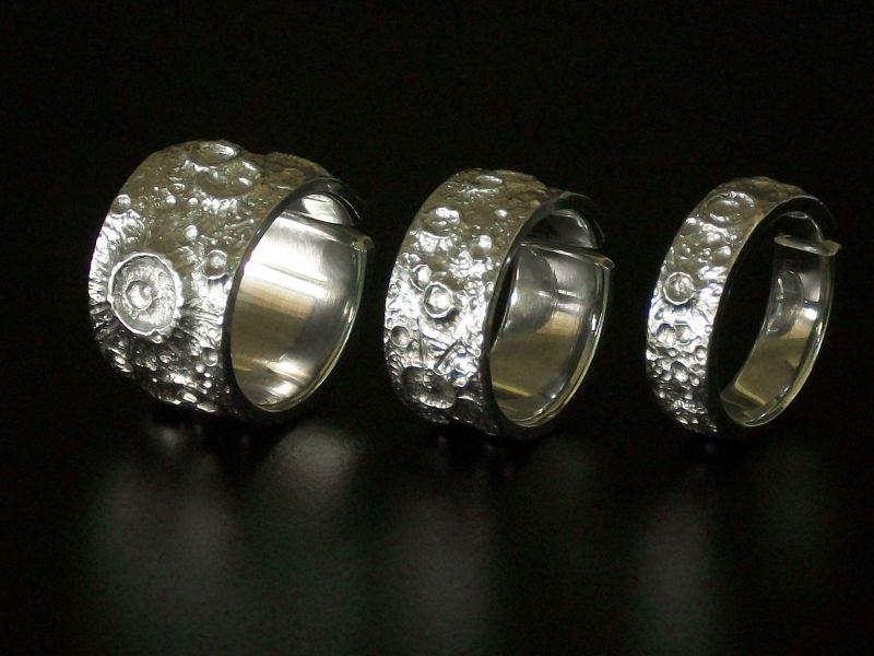 Coleção de anéis com temática lunar