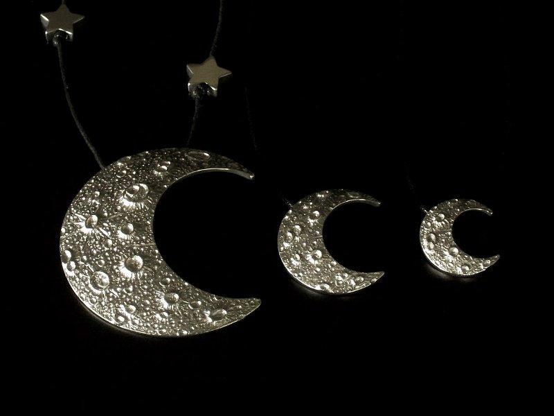 Pingentes meia-lua com crateras em 3D