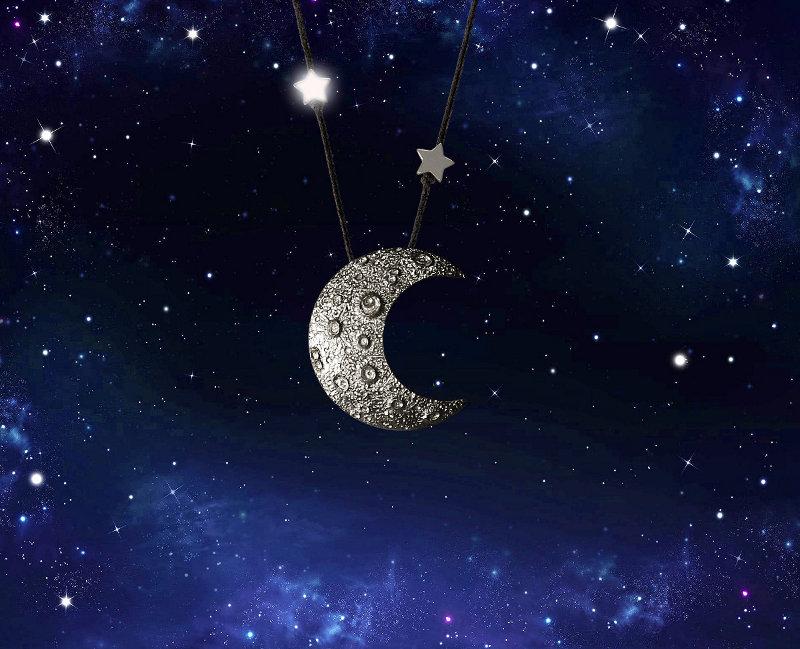 Colar com Meia-Lua e estrelas
