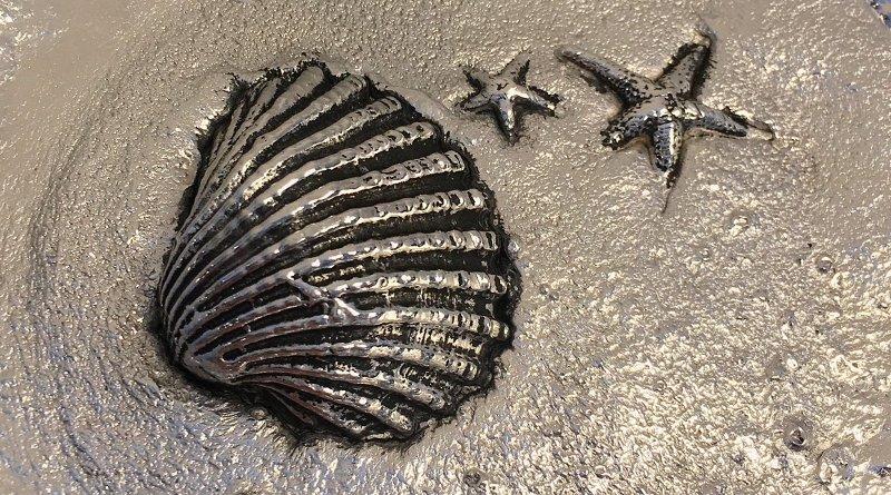Escultura de ostra e estrelas-do-mar