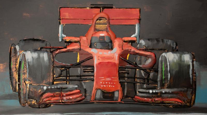 Painel de metal com carro de corrida F1