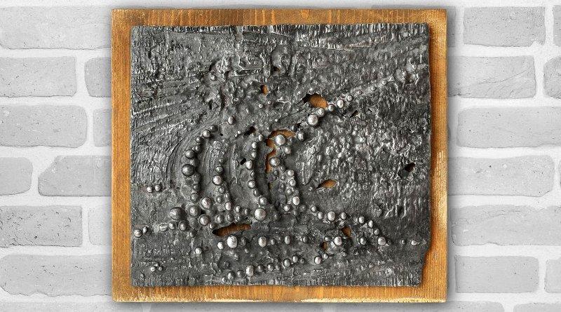 Azulejo de metal prateado