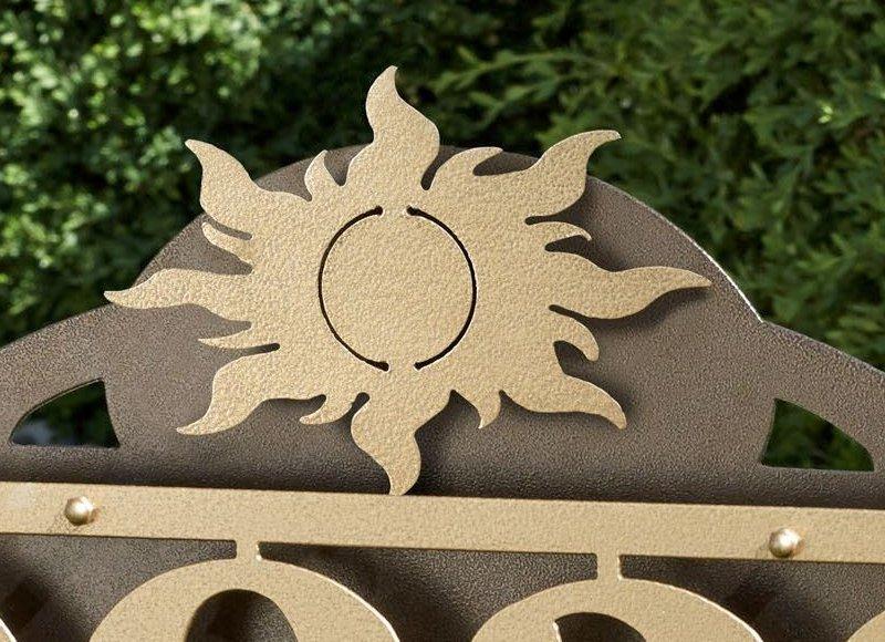 Sol em placa com números de endereço
