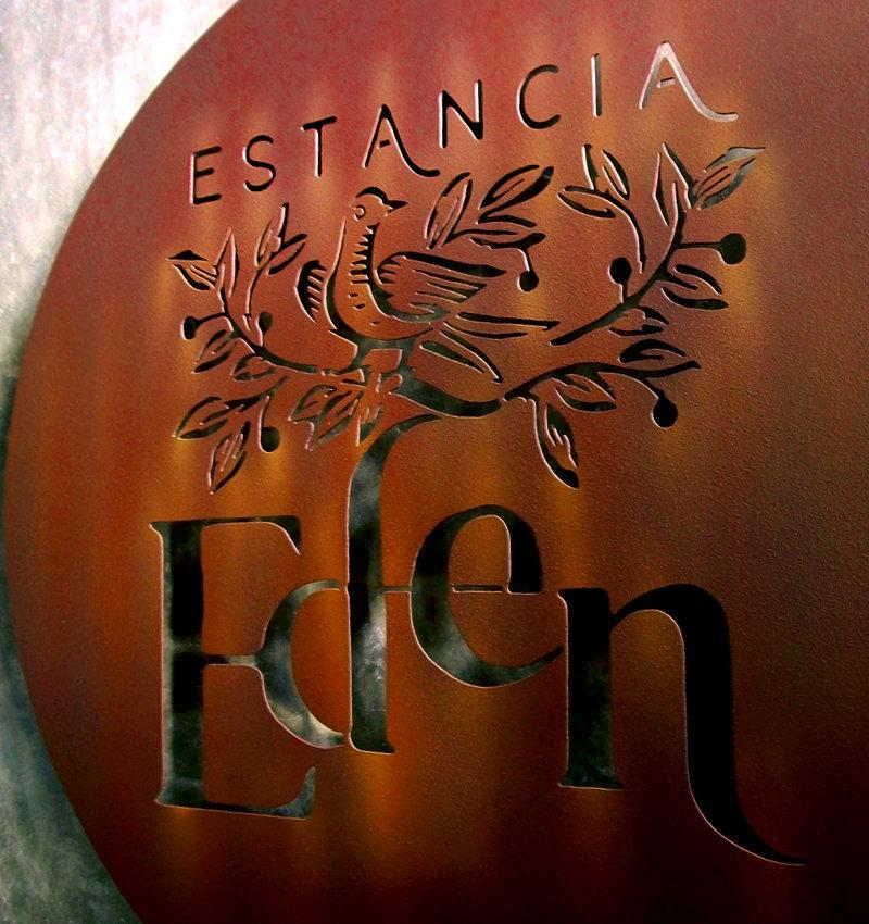 Painel de metal da Estancia Eden, em Araras, Petrópolis