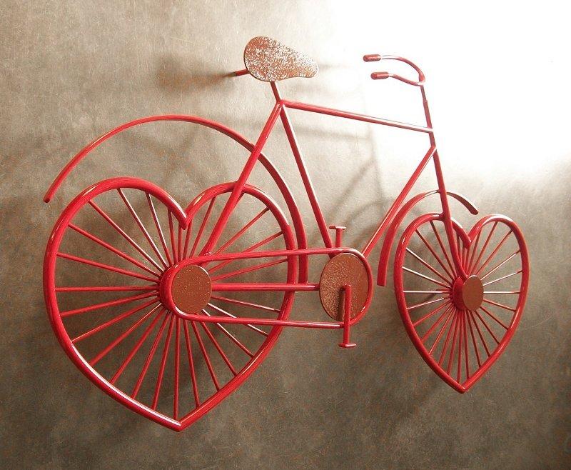 Painel de parede com bicicleta vermelha